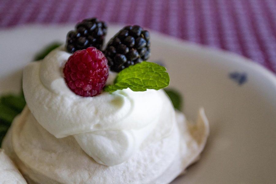 MERINGUES%21+Heard+of+them%3F+Well+get+ready+to+fall+in+love+with+this+British+summer+dessert%21