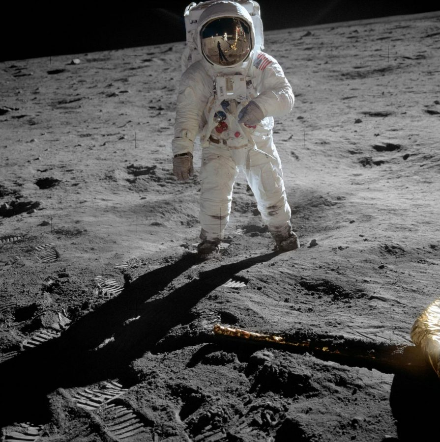 Astronaut+Buzz+Aldrin+on+the+moon+%0A-+Wikimedia+Commons%2FNASA