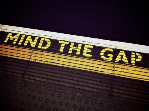 kartik kumawat/https://www.shutterstock.com/image-photo/metro-mind-gap-instruction-on-station-1650387571?irgwc=1&utm_medium=Affiliate&utm_campaign=TinEye&utm_source=77643&utm_term=
